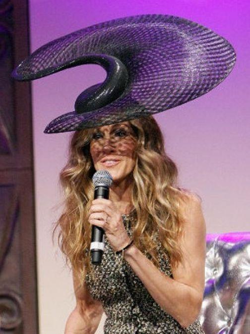 Сара Джессика Паркер удивила своей шляпкой