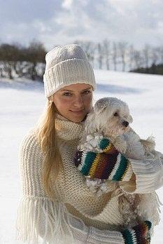 Купить белую вязаную шапку