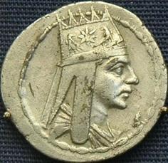 Изображение древней тиары на монете